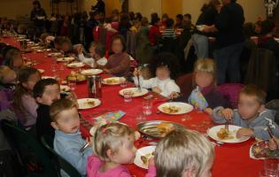 Conteville (Eure) Le repas de Noël de la cantine à la salle Rever