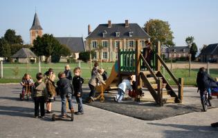 Conteville (Eure) Jeu récréation Ecole maternelle