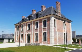 Conteville (Eure) le presbytère de 1778, réhabilité en maison de services communale